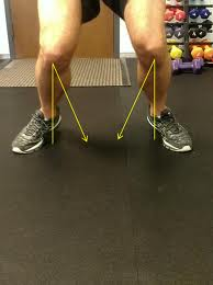 squat with knees bowed in
